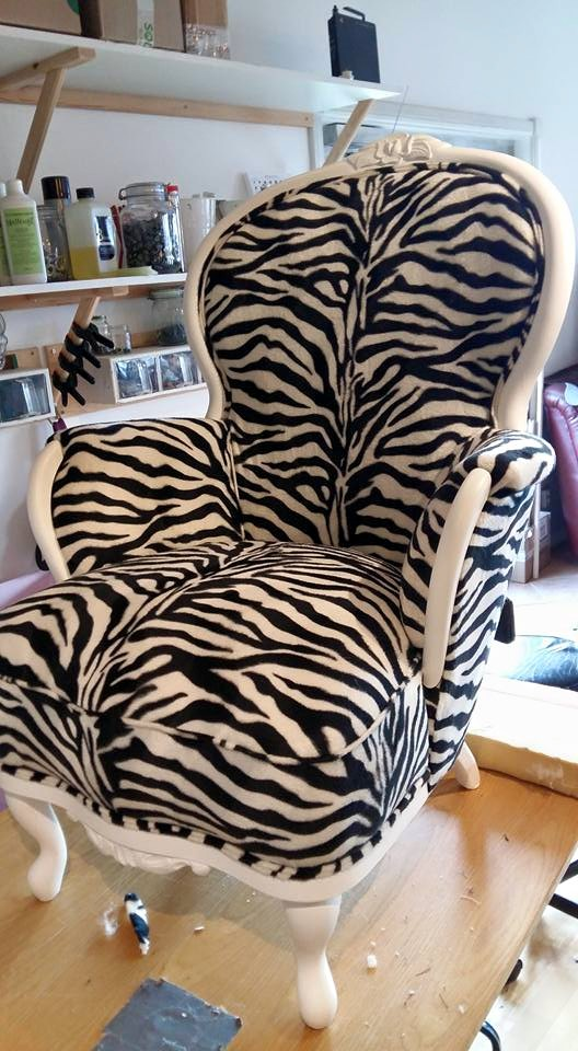 zebra randigt m bel atelj n i hus. Black Bedroom Furniture Sets. Home Design Ideas